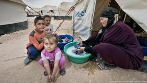 لاجئون في مخيم الزعتري في الأردن.