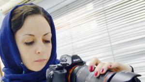 سارة اسحاق - صانعة أفلام - اليمن. الصورة: موقع ج.