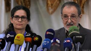 إلهام أحمد ورياض درار ، رئيسان مشاركان لمجلس سوريا الديمقراطية (SDC)، خلال اجتماع في منطقة الطبقة، سوريا ، 16 يوليو / تموز 2018.  (photo: Reuters/Rodi Said)