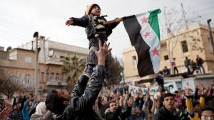 """معقل للمعارضة: انضمت محافظة إدلب سريعاً إلى ركب الاحتجاجات على النظام السوري التي اندلعت في آذار/ مارس 2011، والتي تحولت لاحقاً الى نزاع مسلح تعددت أطرافه. وفي آذار/ مارس 2015 سيطر """"جيش الفتح""""، وهو تحالف يضم فصائل إسلامية وجهادية بينها جبهة النصرة (فرع تنظيم القاعدة بسوريا) التي تحولت إلى """"هيئة تحرير الشام"""" على كامل محافظة إدلب باستثناء بلدتي الفوعة وكفريا ذات الغالبية الشيعية."""