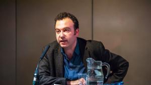 الناقد اللبناني البريطاني الساخر كارل شرو (photo: James Berry)