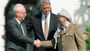 ياسر عرفات - بالرغم من تبنيه وقيادته للخيار المسلح، أطلق ياسر عرفات (1929 - 2004) ومنذ بداية السبعينيات عدة إشارات وركز في خطاباته على رغبته في السلام، أشهره خطابه في الأمم المتحدة عام 1974. كان الهدف من أولى اتفاقيات أوسلو التوصل إلى اتفاق سلام دائم خلال خمسة أعوام يفضي إلى إقامة دولتين تعيشان جنباً إلى جنب. وتقديراً لجهوده في إحلال السلام نال عرفات (أبو عمار) مع إسحاق رابين وشمعون بيريز جائزة نوبل للسلام.