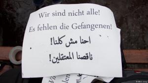 متظاهرون في مدينة فرانكفورت ضد اعتقال أحمد سعيد في مصر. الصورة: دويتشه فيله