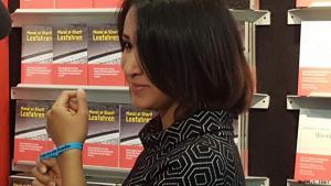"""منال الشريف و""""القيادة نحو الحرية"""" - منال الشريف من مواليد مدينة مكة، وتعتبر من أبرز الوجوه النسائية التي كافحت وخصوصا عبر مواقع التواصل الاجتماعي من أجل تحرر المرأة السعودية من القيود الاجتماعية وتمكينها من حقوقها الاجتماعية والسياسية. خاطرت بنفسها مرات عديدة وقادت سيارة في العاصمة الرياض، وتم إيقافها مرتين. وألفت كتاب """"القيادة نحو الحرية""""، وصدر الكتاب باللغة الألمانية بعنوان: Losfahren."""