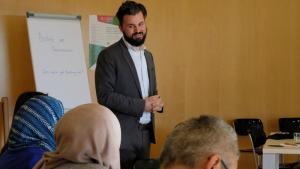 يان فيليكس إنغلهاردت، المدير التنفيذي للأكاديمية الألمانية للإسلام في الأبحاث والمجتمع - عام 2018 في منتدى لطلاب الدكتوراه.  Foto: Dilruba Kam