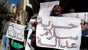 """""""احتجاجات في السودان ضد البشير. Foto: Reuters/Khaled Abdullah"""