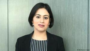 البريطانية سارة خان واحدة من أبرز الوجوه النسائية في مكافحة التطرف في المملكة (photo: Nermin Ismail/DW)