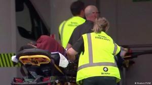 الضحايا: أعلنت الشرطة النيوزيلندية ارتفاع حصيلة ضحايا إطلاق النار إلى 49 قتيلا إضافة إلى عشرات الجرحى. وكشفت إدارة صحية في نيوزيلندا أن من بين المصابين أطفال يخضعون للعلاج في مستشفى كرايستشيرش.