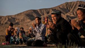 مسلمون في الصين. معسكرات إعادة تأهيل أقلية الإيغور المسلمة في الصين: نزيل سابق يكشف أساليب التعذيب