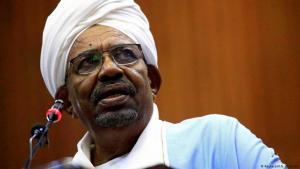 الجيش السوداني يعزل عمر البشير، عمرالبشير: الجنرال الذي حكم السودان لثلاثة عقود