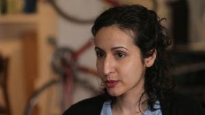 المخرجة الأفغانية اللبنانية الأمريكية مريم غاني.  (source: YouTube)