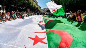 احتجاجات على ولاية عبد العزيز بوتفليقة الخامسة في الجزائر 2019. Foto: Getty Images/AFP