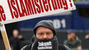 مشاركون في تجمع حزب البديل من أجل ألمانيا الشعبوي المناوئ للإسلام والمهاجرين  -  9 سبتمبر / أيلول 2017 في مدينة بوتسدام الألمانية. Foto: picture-alliance/dpa