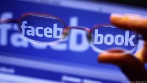تضليل الرأي العام بأخبار زائفة على فيسبوك - صورة رمزية.