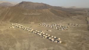 في مدينة مأرب بِـ اليمن - مخيّم الميل للنازحين – ائتلاف صنعاء للإغاثة. (photo: Ahmed Nagi)