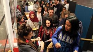 حاضرون في دار سينما مصرية - القاهرة.