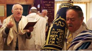تمكن اليهود من العيش في بلاد الإسلام عيشا يسوده التعايش والتسامح في إطار علاقات متينة مع جيرانهم المسلمين، وهم يتمتعون باستقلال كامل