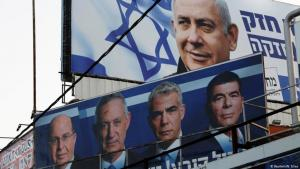 دعاية انتخابية . فتحت صناديق الاقتراع في إسرائيل صباح الثلاثاء أبوابها أمام 6,4 مليون ناخب في انتخابات تشريعية بمثابة استفتاء على رئيس الوزراء بنيامين نتانياهو الذي يسعى إلى تمديد فترة ولايته على الرغم من ادعاءات بالفساد ضده.(Reuters/N. Elias)