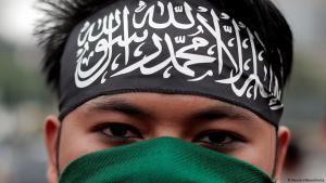 أحد أنصار حزب التحرير الإسلامي المتشدد في جاكرتا. Foto: Reuters