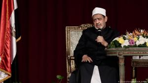 Sheikh Ahmed al-Tayeb, grand imam of al-Azhar University (photo: picture-alliance/AP Photo/N. El-Mofty)