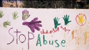 """غرافيتي جدارية في العاصمة الأردنية عمان: """"لا للعنف ضد المرأة"""". Foto: Claudia Mende"""