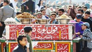 قل لي ماذا تأكل وأنا اقل لك من أنت. جدل حول دلائل ضمور الطبقة المتوسطة في العالم العربية بعد الربيع العربي