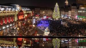 """ستراسبورغ: أقدم أسواق عيد الميلاد في فرنسا - """"عاصمة سوق عيد الميلاد"""" لقب تستحقه ستراسبورغ الفرنسية إذ تنتشر أسواق عيد الميلاد في 12 منطقة في وسط المدينة. يعود تاريخ أول سوق عيد ميلاد في هذه المدينة الفرنسية إلى عام 1570 وهو الأقدم في فرنسا."""