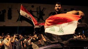 """""""بغداد حرة حرة"""": اندلعت الاحتجاجات السلمية بالعراق في الأول من تشرين الأول/أكتوبر 2019، ورفع المتظاهرون شعارات تطالب باستقالة الحكومة ووقف التدخل الإيراني. وقد شملت الاحتجاجات العاصمة بغداد والمدن الجنوبية، ورغم سلميتها قوبلت برد أمني عنيف سقط على إثره أكثر من 420 قتيلاً على الأقل في شهرين فقط من الاحتجاجات."""