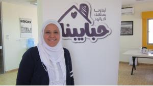 السيدة ريم الإفرنجي من غزة أم لطفلين مصابين بمرض التوحُّد (عجز عن التواصل مع الآخرين)، أنشأت أول منصة إلكترونية عربية لعائلات الأطفال ذوي الاحتياجات الخاصة. Foto: Claudia Mende