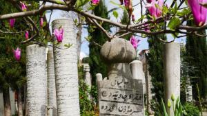 لعدة قرون، لم تكن إسطنبول عاصمة الإمبراطورية العثمانية فحسب، بل أيضاً مركزها الروحي. فالمئات من التكايا الصوفية على مضيق البوسفور هي بمثابة مدارس روحية وأماكن تجمّع.