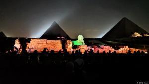 أبو الهول والأهرام في الليل - القاهرة - مصر.