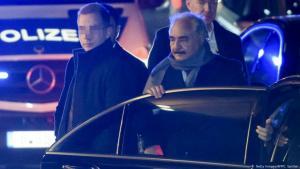المشير خليفة حفتر خلال وصوله ليلا إلى العاصمة الألمانية برلين
