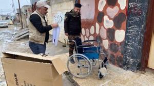 توصيل كراسٍ متحركة لذوي الإعاقة في الموصل - العراق. Foto: RIRP