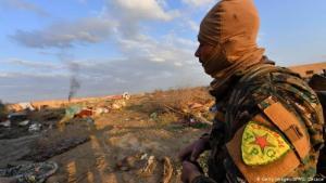 مقاتل من وحدات حماية الشعب الكردي، العمود الفقري لقوات سوريا الديمقراطية. (photo: Getty Images/AFP/G. Cacace)