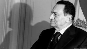 محمد حسني مبارك حكم مصر 30 عاما قبل أن تطيح به احتجاجات شعبية عام 2011