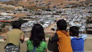مع زيادة عدد الحالات المصابة بكورونا في لبنان، تزداد المخاوف من انتشار الفيروس في المخيمات.