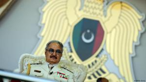 """خليفة حفتر قائد ما يسمى بــ"""" الجيش الوطني الليبي"""". (photo: AFP/A. Doma)"""