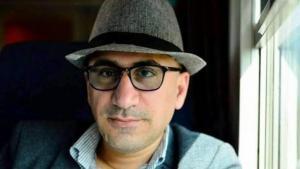 هوشنك أوسي؛ كاتب وشاعر وروائي كردي سوري، يكتب باللغتين العربيّة والكرديّة. وهو متخصص في تحليل الشؤون الكرديّة والتركيّة.