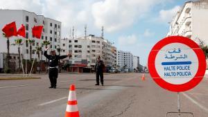 شرطي في المغرب في مدينة الدار البيضاء في 27 مارس 2020