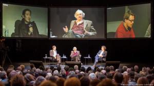 """أكسل هونيت، فيلسوف وعالم اجتماع ألماني، وأستاذ فلسفة ومدير معهد البحوث الاجتماعية في جامعة غوته، فرانكفورت. تأثر بفكر فلاسفة كثر سبقوه، وأهمهم يورغن هابرماس. سعى إلى تجديد الفكر الفلسفي والنقدي، فعمل على تأسيس تصور جديد معاصر سماه """"نظرية الاعتراف""""."""