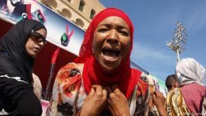 امرأة نازحة من مدينة تاورغاء الليبية تحتج في وسط العاصمة طرابلس - ليبيا.  (photo: DW/K. Zurutuza)