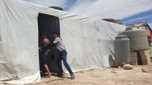 في برالياس يوجد منذ 2013 مخيم اللاجئين الصغير غير الرسمي: مدين، الملقب بحسب اسم مؤسسه مدين الأحمد.  Foto: M. al-Ahmed