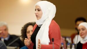 الشابة السورية بيان المرعشلي أتمَّتْ دورة تدريبة في إدارة مدينة ماينتال - ألمانيا. Foto:  Copyright: Engagement Global / Foto: Andreas Grasser