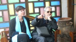 الكاتبة والناشرة الألمانية ريغينا كايل-سَغافه مع الكاتب التونسي اليهودي  ألبير ممي  في مدينة الصويرة المغربية في شهر آذار/مارس 2010. Foto: GOUFRANI