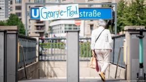 ألمانيا - برلين - الموضوع: تغيير اسم إحدى محطات المترو إلى اسم الأمريكي جورج فلويد. Foto: picture-alliance/dpa/K. Nietfeld