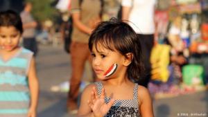 طفلة في ميدان التحرير  في العاصمة المصريى القاهرة. الصورة: عباس الخشالي