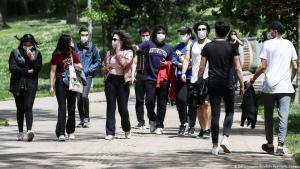 شباب وشابات أتراك في حديقة في اسطنبول - تركيا.  Foto: Getty Images/Anadolu Agency/O. Coban