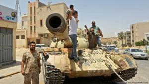 (photo: Getty Images/AFP/M. Turkia) جنود تابعون لحكومة السراج المعترف بها دوليا في العاصمة طرابلس ليبيا