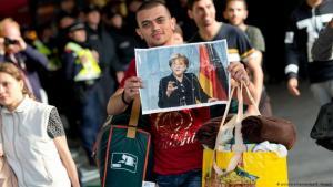 (picture-alliance/dpa/S. Hoppe). وصول لاجئييم إلى محطة القطار في مدينة ميونيخ .
