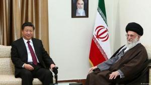 الرئيس الصيني مع مرشد الثورة الإيرنية المرشد الأعلى للثورة في إيران علي خامنئي